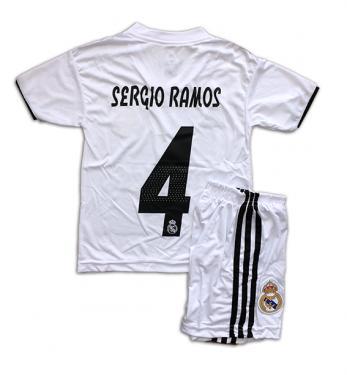 Real Madrid 2018 19-es hazai mezgarnitúra Ramos felirattal ... d327bc2cdc