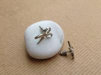 Olló fülbevaló kővel a közepén ezüst színű (FÉK046)