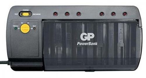 GP PBS320 univerzális akkutöltő
