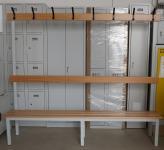 SZéF-OP 2000/1 öltözőpad, egyoldalas, hátfalas, akasztókkal