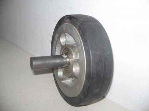 Kerék  fekete gumis golyóscsapágyas oldaltengelyes  150 mm