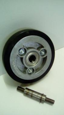 Kerék  fekete gumis golyóscsapágyas átmenőtengelyes  150 mm