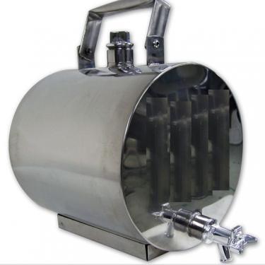 011. 5 / 8 L-es rozsdamentes acél bortartály / pálinkatartály, fekvő, inox talp