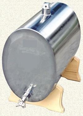073. 70 L-es rozsdamentes acél bortartály / pálinkatartály, ovális, fekvő, fa talp