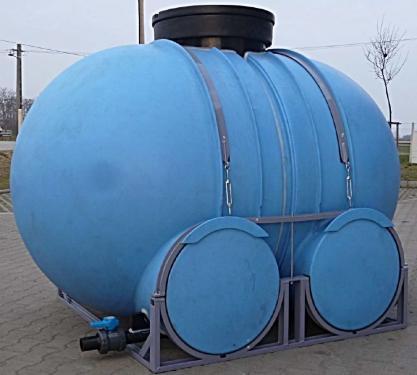 1.1 - 2500 literes PE szállító tartály