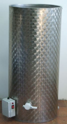 5. ~ 840 kg-os, ~ 600 L-es, duplafalú fűthető rozsdamentes méztartály