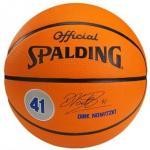 NBA Player-Balls Dirk Nowitzki