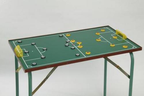 Gombfoci asztal nyitható lábbal