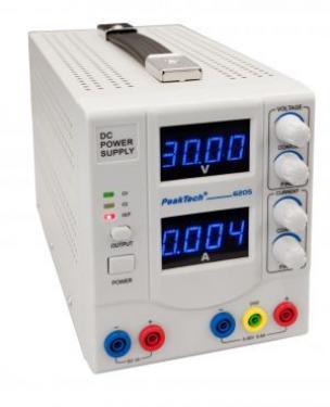 Digitális tápegység 0-30V/0 -5 A DC