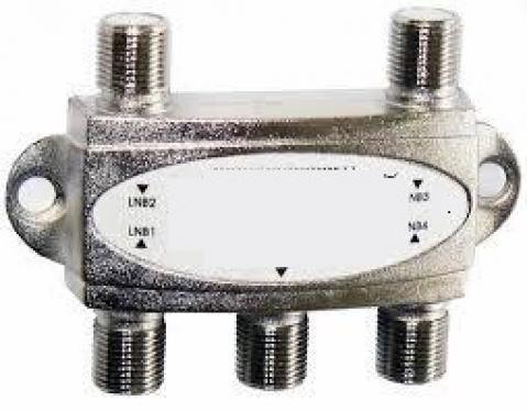F csatlakozókkal ellátott egy be és négy kivezetés 5-900 MHz
