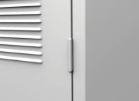 K2445 3-ajtós öltözőszekrény lábazattal