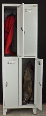 SUS 322 Wn rövidajtós öltözőszekrény (4 ajtós, lábakon álló)