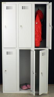 Sus 332 W rövidajtós öltözőszekrény (6 ajtós, teli lábazaton)