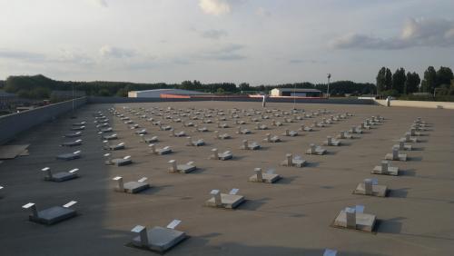 Lapos tetős tartó köztes elem