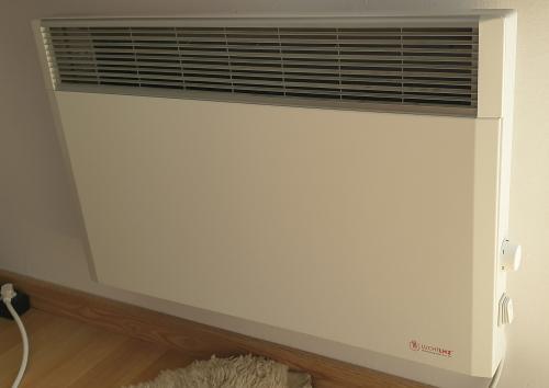 LHZ-Crystal1500 W-os hőtárolós fűtőpanel, radiátor, 56,5cm széles, 44,5cm magas, 6kg, manuális termosztáttal