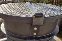 4. <> Lakattal zárható, műanyag tetőzáró egység -utólag is beépíthető!