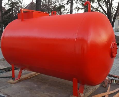 2. 3 m3-es fekvő hengeres acél szállító tartály