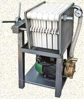 1. <> 11 lapos Inox 20x20 - as borszűrő - pálinkaszűrő borszivattyúval, ~ 610 L/h teljesítmény